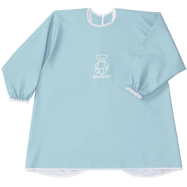 Рубашка-фартук BabyBjorn, бирюзовыйНагрудники и салфетки<br>Характеристики:<br><br>• рубашка для игр и кормления;<br>• защита одежды ребенка от грязи и влаги;<br>• свободный покрой;<br>• рубашка не стесняет движений;<br>• длинные рукава с резинками на запястьях;<br>• регулируемая застежка на шее, 2 положения;<br>• мягкий эластичный материал, пропускает воздух;<br>• водонепроницаемый материал;<br>• текстильные материалы приятны для детской кожи и безопасны для жевания и сосания;<br>• они соответствуют требованиям стандарта Oeko-Tex® 100, класс I;<br>• размер: шея 26-30 см;<br>• материал: 50% полиэстер и 50% полиуретана;<br>• допускается стирка в стиральной машине (не более 40 градусов);<br>• не используется отбеливатель;<br>• изделие не предназначено для сушки в сушильной машине.<br><br>Активный и любознательный малыш находится в постоянном движении. При этом можно легко защитить одежду крохи от влаги и грязи. Во время приема пищи, творческих занятий с красками или пластилином, специальная рубашка надевается сверху на одежду малыша. По мере необходимости рубашку можно протереть влажной салфеткой или постирать в стиральной машине.<br><br>Рубашку для кормления BabyBjorn, цвет бирюзовый можно купить в нашем интернет-магазине.<br>Ширина мм: 390; Глубина мм: 260; Высота мм: 20; Вес г: 150; Возраст от месяцев: 8; Возраст до месяцев: 48; Пол: Унисекс; Возраст: Детский; SKU: 7369991;