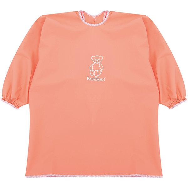 Рубашка-фартук BabyBjorn, оранжевыйНагрудники и салфетки<br>Характеристики:<br><br>• рубашка для игр и кормления;<br>• защита одежды ребенка от грязи и влаги;<br>• свободный покрой;<br>• рубашка не стесняет движений;<br>• длинные рукава с резинками на запястьях;<br>• регулируемая застежка на шее, 2 положения;<br>• мягкий эластичный материал, пропускает воздух;<br>• водонепроницаемый материал;<br>• текстильные материалы приятны для детской кожи и безопасны для жевания и сосания;<br>• они соответствуют требованиям стандарта Oeko-Tex® 100, класс I;<br>• размер: шея 26-30 см;<br>• материал: 50% полиэстер и 50% полиуретана;<br>• допускается стирка в стиральной машине (не более 40 градусов);<br>• не используется отбеливатель;<br>• изделие не предназначено для сушки в сушильной машине.<br><br>Активный и любознательный малыш находится в постоянном движении. При этом можно легко защитить одежду крохи от влаги и грязи. Во время приема пищи, творческих занятий с красками или пластилином, специальная рубашка надевается сверху на одежду малыша. По мере необходимости рубашку можно протереть влажной салфеткой или постирать в стиральной машине.<br><br>Рубашку для кормления BabyBjorn, цвет оранжевый можно купить в нашем интернет-магазине.<br><br>Ширина мм: 390<br>Глубина мм: 260<br>Высота мм: 20<br>Вес г: 150<br>Возраст от месяцев: 8<br>Возраст до месяцев: 48<br>Пол: Унисекс<br>Возраст: Детский<br>SKU: 7369993