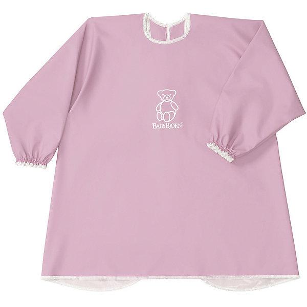 Рубашка-фартук BabyBjorn, розовыйНагрудники и салфетки<br>Характеристики:<br><br>• рубашка для игр и кормления;<br>• защита одежды ребенка от грязи и влаги;<br>• свободный покрой;<br>• рубашка не стесняет движений;<br>• длинные рукава с резинками на запястьях;<br>• регулируемая застежка на шее, 2 положения;<br>• мягкий эластичный материал, пропускает воздух;<br>• водонепроницаемый материал;<br>• текстильные материалы приятны для детской кожи и безопасны для жевания и сосания;<br>• они соответствуют требованиям стандарта Oeko-Tex® 100, класс I;<br>• размер: шея 26-30 см;<br>• материал: 50% полиэстер и 50% полиуретана;<br>• допускается стирка в стиральной машине (не более 40 градусов);<br>• не используется отбеливатель;<br>• изделие не предназначено для сушки в сушильной машине.<br><br>Активный и любознательный малыш находится в постоянном движении. При этом можно легко защитить одежду крохи от влаги и грязи. Во время приема пищи, творческих занятий с красками или пластилином, специальная рубашка надевается сверху на одежду малыша. По мере необходимости рубашку можно протереть влажной салфеткой или постирать в стиральной машине.<br><br>Рубашку для кормления BabyBjorn, цвет розовый можно купить в нашем интернет-магазине.<br>Ширина мм: 390; Глубина мм: 260; Высота мм: 20; Вес г: 150; Возраст от месяцев: 8; Возраст до месяцев: 48; Пол: Унисекс; Возраст: Детский; SKU: 7369994;