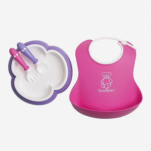 Набор для кормления BabyBjorn, розовый/лиловыйДетская посуда<br>Характеристики:<br><br>• детский набор для кормления пригодится на этапе введения прикорма;<br>• форма тарелки облегчает зачерпывание пищи столовыми приборами;<br>• тарелка не скользит по поверхности стола;<br>• регулируемая горловина нагрудника;<br>• имеется глубокий кармашек, куда попадают остатки пищи и капли жидкости;<br>• укороченная ручка ложки и вилки;<br>• тарелку, ложку и вилку можно использовать в микроволновой печи при низкой температуре (макс. 90 градусов);<br>• тарелка используется в микроволновой печи только для подогрева пищи, не для ее приготовления;<br>• предметы набора для кормления можно мыть в посудомоечной машине;<br>• в комплекте: тарелка, нагрудник, ложка, вилка;<br>• сертификация материалов;<br>• материал: пластик;<br>• не содержит бисфенол-А (BPA free).<br><br>На этапе введения прикорма удобнее использовать специальную детскую посуду. Набор для кормления BabyBjorn состоит из 4-х предметов, подходит малышам с 4-месячного возраста. Особая форма тарелки позволяет легче зачерпнуть пищу различной консистенции. Ложка и вилка имеют укороченную ручку. Нагрудник с глубоким кармашком имеет регулируемую горловину. Сертифицированные материалы, гипоаллергенный пластик – здоровье и безопасность вашего малыша.<br><br>Набор для кормления BabyBjorn, розовый/лиловый можно купить в нашем интернет-магазине.<br>Ширина мм: 390; Глубина мм: 260; Высота мм: 20; Вес г: 270; Возраст от месяцев: 4; Возраст до месяцев: 48; Пол: Унисекс; Возраст: Детский; SKU: 7369999;