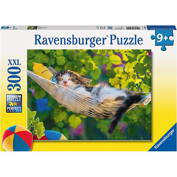 Пазл «Кошка в гамаке» XXL 300 штПазлы классические<br>Характеристики:<br><br>• тип игрушки: пазл;<br>• комплектация: 300 эл;<br>• размер картинки: 49х36 см;<br>• бренд: Ravensburger;<br>• упаковка: картон;<br>• размер: 34х4х23 см;<br>• вес: 548 гр;<br>• возраст: от 6 лет;<br>• материал: картон.<br><br>Пазл «Кошка в гамаке» XXL 300 шт представляет из себя увлекательную игру для детей от шести лет. Набор состоит из 300 деталей, выполненных из высококачественного картона. Из них предлагается собрать изображение маленького полосатого котенка в гамаке. Он мирно дремлет в окружении яркого леса. Головоломки Ravensburger всегда отличаются высоким качеством полиграфии, изготовлены из экологичного сырья. Рисунок имеет матовую поверхность без бликов, напечатан на ламинированной бумаге. <br><br>Пазл сделан из плотного картона, с нанесением красочного рисунка и аккуратной вырубкой деталей с четкими гладкими краями, которые позволяют легко состыковывать элементы пазла между собой. Сборка данного пазла сможет увлечь детей и поспособствовать развитию логического мышления и усидчивости.  Они также развивают образное мышление, наблюдательность и внимательность, а также мелкую моторику и координацию движений рук.<br><br>Пазл «Кошка в гамаке» XXL 300 шт можно купить в нашем интернет-магазине.<br><br>Ширина мм: 340<br>Глубина мм: 40<br>Высота мм: 230<br>Вес г: 548<br>Возраст от месяцев: -2147483648<br>Возраст до месяцев: 2147483647<br>Пол: Унисекс<br>Возраст: Детский<br>SKU: 7376926