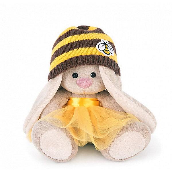 Зайка Ми  в шапке-пчелка (малыш)Мягкие игрушки зайцы и кролики<br>Характеристики товара:<br><br>• возраст: от 3 лет;<br>• материал: текстиль, искусственный мех;<br>• высота игрушки: 15 см;<br>• размер упаковки: 13,5х13х13 см;<br>• вес упаковки: 210 гр.;<br>• страна производитель: Россия.<br><br>Мягкая игрушка «Зайка Ми в шапке-пчелка» Budi Basa — очаровательный пушистый зайчонок с длинными ушками. На зайке одета желтая юбочка, а на голове полосатая шапочка с изображением пчелки. Игрушка выполнена из качественного безопасного материала, настолько приятного и мягкого, что ребенок будет брать с собой зайку в кроватку и спать в обнимку.<br><br>Мягкую игрушку «Зайка Ми в шапке-пчелка» Budi Basa можно приобрести в нашем интернет-магазине.<br>Ширина мм: 135; Глубина мм: 135; Высота мм: 130; Вес г: 210; Возраст от месяцев: 36; Возраст до месяцев: 2147483647; Пол: Унисекс; Возраст: Детский; SKU: 7417249;