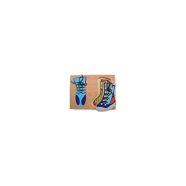 Рамка 2 ботинка Чудо-ДеревоШнуровки<br>Характеристики товара:<br><br>• возраст: от 3 лет;<br>• материал: дерево;<br>• в комплекте: рамка, вкладыши;<br>• размер упаковки: 29х21,5х1,5 см;<br>• вес упаковки: 310 гр.;<br>• страна производитель: Китай.<br><br>Рамка «2 ботинка» Чудо-дерево представляет собой рамку с вырезанными на ней отверстиями для вкладышей. Ребенок в процессе игры должен для каждого отверстия подобрать подходящий вкладыш. Вкладыши — это ботиночки со шнуровками, которые научат ребенка завязывать самостоятельно шнурки. Игрушка способствует развитию логического мышления, мелкой моторики рук, зрительного восприятия. Выполнена из качественной натуральной древесины.<br><br>Рамку «2 ботинка» Чудо-дерево можно приобрести в нашем интернет-магазине.<br>Ширина мм: 290; Глубина мм: 215; Высота мм: 15; Вес г: 310; Возраст от месяцев: 36; Возраст до месяцев: 60; Пол: Унисекс; Возраст: Детский; SKU: 7424897;