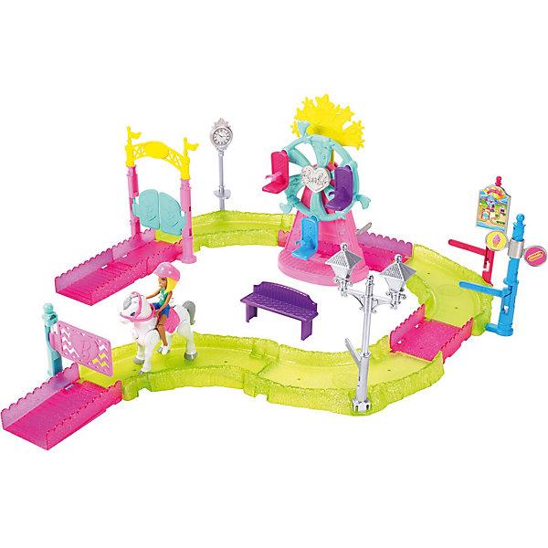 Набор с куклой Barbie В движении Парк аттракционовТранспорт и коляски для кукол<br>Характеристики:<br><br>• возраст: от 4 лет;<br>• материал: пластик;<br>• в наборе: кукла, пони, трасса, аксессуары;<br>• тип батареек: 3хАG13;<br>• наличие батареек: в комплекте;<br>• вес упаковки: 550 гр.;<br>• размер упаковки: 33х39х8 см;<br>• страна бренда: США.<br><br>Набор Mattel Barbie «Парк аттракционов» – интерактивная трасса для мини-куколки, которая решила покататься на пони в парке. Чтобы запустить лошадку, достаточно нажать на кнопку на ее груди.<br><br>Во время езды некоторые участки трассы будут реагировать на игрушку, взаимодействуя с ней. У куклы качается голова в такт ходу пони.<br><br>Набор сочетается с другими наборами из серии «В движении». Сделано из качественных безопасных материалов.<br><br>Игровой набор Barbie В движении «Парк аттракционов» можно купить в нашем интернет-магазине.<br>Ширина мм: 388; Глубина мм: 327; Высота мм: 91; Вес г: 828; Возраст от месяцев: 36; Возраст до месяцев: 72; Пол: Женский; Возраст: Детский; SKU: 7440117;
