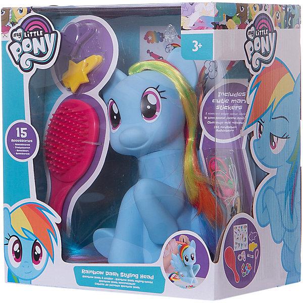 Набор стилиста HTI My Little Pony Рэйнбоу ДэшСалон красоты<br>Характеристики:<br><br>• сюжетно-ролевая игра в парикмахера;<br>• пышная грива Рэйнбоу Даш с волшебными локонами;<br>• аксессуары и инструменты в комплекте;<br>• голова пони поворачивается;<br>• материал: пластик, полипропилен, нейлон;<br>• высота игрушки: около 15 см;<br>• размер упаковки: 24х22х14,5 см.<br><br>Игровой набор стилиста для девочек предлагает заплетать очаровательной пони Рэйнбоу Даш различные косички, завязывать хвостики, а также, собственноручно изготавливать ожерелья. Набор включает фигурку Пони для плетения, стикеры, расческу, бусинки, шило для продевания нити, ободки для волос, скрепки и бусинки, а так же эластичную нить, чтобы делать ожерелья.<br><br>Рэйнбоу Даш набор стилиста, HTI можно купить в нашем интернет-магазине.<br>Ширина мм: 215; Глубина мм: 145; Высота мм: 240; Вес г: 600; Возраст от месяцев: 36; Возраст до месяцев: 1188; Пол: Женский; Возраст: Детский; SKU: 7441686;
