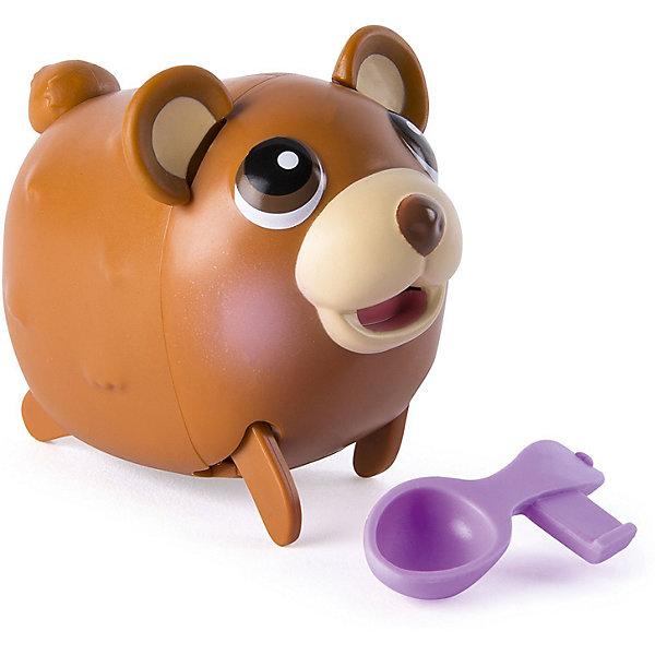 Коллекционная фигурка Spin Master Chubby Puppies, Шоколадный мишкаКоллекционные фигурки<br>Характеристики:<br><br>• возраст: от 3 лет<br>• в наборе: фигурка мишки, аксессуар<br>• материал: пластик<br>• батарейка: 1 типа AAA/LR03 1.5V<br>• наличие батарейки: входит в комплект<br>• упаковка: картонная коробка блистерного типа<br>• размер упаковки: 15х8х11 см.<br>• вес: 250 гр.<br><br>Коллекционная фигурка, выполненная в виде мишки коричневого цвета, станет любой игрушкой ребенка. Упитанный медвежонок с доброжелательной мордашкой сделает сюжетно-ролевые игры малыша интересными и увлекательными. Особенность этой игрушки заключается в том, что она может мило ходить вразвалочку, перебирая маленькими лапками по поверхности стола или пола. В набор входит аксессуар, который при желании легко вставляется в рот животного.<br><br>Набор изготовлен из высококачественного нетоксичного пластика.<br><br>Коллекционную фигурку Мишка Шоколадный, Chubby Puppies можно купить в нашем интернет-магазине.<br>Ширина мм: 80; Глубина мм: 110; Высота мм: 150; Вес г: 250; Возраст от месяцев: 36; Возраст до месяцев: 2147483647; Пол: Унисекс; Возраст: Детский; SKU: 7460203;