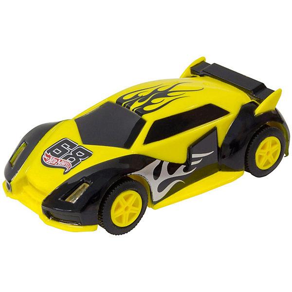 Машинка для трэка Kidz Tech Hot Wheels, 1:43 (желто-черная)Машинки<br>Характеристики:<br><br>• тип игрушки: машинка;<br>• возраст: от 5 лет;<br>• размер: 4х7х19 см;<br>• масштаб: 1:43;<br>• цвет: желто-фиолетовый;<br>• вес: 98 гр;<br>• материал: пластик, металл;<br>• бренд: KidzTech;<br>• страна производителя: Китай.<br><br>Машинка KidzTech, Hot Wheels сможет понравиться мальчикам. Она выполнена в масштабе 1:43 по отношению к настоящему транспорту и является копией спортивного авто. Масштабная модель автомобиля обладает ярким дизайном. Ее корпус выполнен в желтом и черном цветах. Игрушечный спорткар с подсветкой фар подойдет для игры с треками Hot Wheels.<br><br>Машинку KidzTech, Hot Wheels можно купить в нашем интернет-магазине.<br>Ширина мм: 40; Глубина мм: 70; Высота мм: 190; Вес г: 98; Возраст от месяцев: 60; Возраст до месяцев: 2147483647; Пол: Мужской; Возраст: Детский; SKU: 7502318;