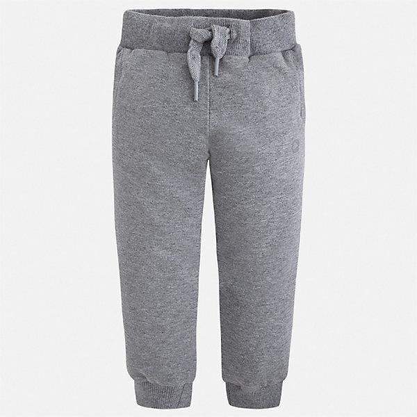 Брюки Mayoral для мальчикаБрюки<br>Характеристики товара:<br><br>• цвет: серый<br>• состав ткани: 78% хлопок, 18% полиэстер, 4% эластан<br>• сезон: демисезон<br>• особенности модели: спортивный стиль<br>• пояс: шнурок<br>• страна бренда: Испания<br>• стиль и качество<br><br>Модные спортивные брюки с резинками по низу брючин для мальчика от Майорал помогут обеспечить ребенку комфорт. Такие детские брюки отличаются стильным лаконичным дизайном. В спортивных брюках для мальчика от испанской компании Майорал ребенок будет чувствовать себя - комфортно. <br><br>Брюки Mayoral (Майорал) для мальчика можно купить в нашем интернет-магазине.<br>Ширина мм: 215; Глубина мм: 88; Высота мм: 191; Вес г: 336; Цвет: серый; Возраст от месяцев: 18; Возраст до месяцев: 24; Пол: Мужской; Возраст: Детский; Размер: 92,134,128,122,116,110,104,98; SKU: 7542010;