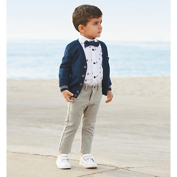 Кардиган iDO для мальчикаСвитера и кардиганы<br>Характеристики товара:<br><br>• цвет: синий<br>• состав ткани: 100% хлопок<br>• сезон: демисезон<br>• застежка: пуговицы<br>• длинные рукава<br>• страна бренда: Италия<br>• стиль и качество iDO<br><br>Трикотажный кардиган для мальчика сшит из дышащего натурального хлопкового материала, который отлично подходит для малышей. Такой детский кардиган от известного бренда iDO из Италии поможет обеспечить ребенку тепло и комфорт. Кардиган для детей отличается классическим кроем и высоким качеством как фурнитуры, так и материала.<br><br>Кардиган iDO (АйДу) для мальчика можно купить в нашем интернет-магазине.<br>Ширина мм: 190; Глубина мм: 74; Высота мм: 229; Вес г: 236; Цвет: темно-синий; Возраст от месяцев: 72; Возраст до месяцев: 84; Пол: Мужской; Возраст: Детский; Размер: 122,104,110,116; SKU: 7588131;