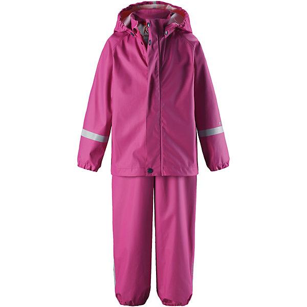 Непромокаемый комплект: куртка и брюки Tihku ReimaОдежда<br>Характеристики товара:<br><br>• цвет: розовый;<br>• состав: 100% полиэстер, полиуретановое покрытие;<br>• сезон: демисезон;<br>• температурный режим: от +10 до +20С;<br>• водонепроницаемость: 10000 мм;<br>• застёжка: молния с защитой подбородка;<br>• водонепроницаемый материал с запаянными швами;<br>• эластичный материал;<br>• не содержит ПВХ;<br>• безопасный съёмный капюшон;<br>• эластичные манжеты на рукавах и брючинах;<br>• регулируемая талия;<br>• съёмные эластичные штрипки;<br>• регулируемые подтяжки;<br>• светоотражающие детали;<br>• страна бренда: Финляндия.<br><br>Непромокаемый комплект на дождливую погоду без подкладки для малышей предназначен для весенних и осенних прогулок под дождем – а с теплым промежуточным слоем защитит и в морозные дни. Запаянные водонепроницаемые швы гарантируют, что ни одна капелька не просочится вовнутрь. Съемный капюшон защищает от ветра и безопасен во время игр на свежем воздухе даже во время дождя. <br><br>Благодаря эластичным регулируемым подтяжкам брюки-дождевики не будут спадать и сядут точно по фигуре. Съемные штрипки легко крепятся под резиновыми сапогами или непромокаемыми кроссовками и не дают брючинам задираться. Этот комплект для дождя без содержания ПВХ снабжен светоотражающими деталями, благодаря которым маленьких непосед будет хорошо видно даже после наступления темноты.<br><br>Комплект Reima от финского бренда Reima (Рейма) можно купить в нашем интернет-магазине.<br>Ширина мм: 356; Глубина мм: 10; Высота мм: 245; Вес г: 519; Цвет: розовый; Возраст от месяцев: 18; Возраст до месяцев: 24; Пол: Унисекс; Возраст: Детский; Размер: 92,86,80,74,116,110,104,98; SKU: 7628342;