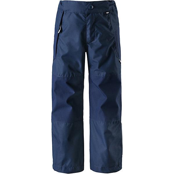 Брюки  ReimaОдежда<br>Брюки  Reima <br>Прочные зауженные демисезонные брюки идеально подойдут детям для долгих активных прогулок на свежем воздухе. Эти абсолютно водо- и ветронепроницаемые дышащие всепогодные брюки изготовлены из износостойкого материала – на прогулке в них будет очень комфортно, сколько бы она не длилась! Все швы герметично проклеены, а дополнительные вставки из прочных материалов увеличивают износостойкость и классно смотрятся! В этих брюках талия легко регулируется, что позволяет подогнать их по фигуре, ширинка на молнии облегчает одевание, а регулируемые концы брючин не дают на них наступать – даже если комбинезон еще немного великоват. Брюки снабжены карманом на молнии и отдельным карманом для сенсора ReimaGO®. Настоящая находка для занятых родителей: материал имеет грязеотталкивающую поверхность, а после стирки эти брюки можно сушить в барабане. ReimaGO объединяет в себе сенсор активности для детей, бесплатное мобильное приложение, всепогодную верхнюю одежду и детскую любовь к движению. Узнайте больше о ReimaGO. Сенсор продается отдельно.<br>Состав:<br>100% Полиэстер, полиуретановое покрытие<br>Ширина мм: 215; Глубина мм: 88; Высота мм: 191; Вес г: 336; Цвет: синий; Возраст от месяцев: 132; Возраст до месяцев: 144; Пол: Унисекс; Возраст: Детский; Размер: 104,110,116,122,128,134,140,146,152; SKU: 7632802;