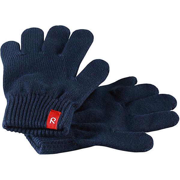 Перчатки Klippa ReimaПерчатки и варежки<br>Перчатки Reima <br>Эти перчатки для малышей и детей постарше выполнены из эластичного хлопчатобумажного трикотажа, дающего ощущение легкости и комфорта поздней весной и ранней осенью. Они идеально подойдут для поддевания под водонепроницаемые варежки и перчатки. Изготовлены из хлопчатобумажного трикотажа высокого качества и легко стираются в стиральной машине. Перчаток не может быть слишком много! <br>Состав:<br>90% Хлопок, 9% ПЭ, 1% эластан<br>Ширина мм: 162; Глубина мм: 171; Высота мм: 55; Вес г: 119; Цвет: синий; Возраст от месяцев: 120; Возраст до месяцев: 144; Пол: Унисекс; Возраст: Детский; Размер: 7,1,3,5; SKU: 7633453;