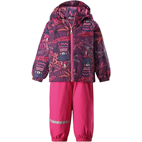 Комплект LassieВерхняя одежда<br>Характеристики товара:<br><br>• цвет: розовый;<br>• состав: 100% полиэстер, полиуретановое покрытие;<br>• подкладка: 100% полиэстер;<br>• без дополнительного утепления;<br>• сезон: демисезон;<br>• температурный режим: от +5 до +15С;<br>• водонепроницаемость: 1000 мм;<br>• воздухопроницаемость: 2000 мм;<br>• износостойкость: 20000 циклов (тест Мартиндейла);<br>• застёжка: молния с защитой подбородка;<br>• водоотталкивающий, ветронепроницаемый и дышащий материал;<br>• подкладка из mesh-сетки и гладкого полиэстера;<br>• безопасный, съёмный капюшон;<br>• эластичные манжеты на рукавах и брючинах;<br>• регулируемый подол;<br>• регулируемые эластичные подтяжки;<br>• съёмные штрипки;<br>• два прорезных кармана;<br>• светоотражающие детали;<br>• страна бренда: Финляндия.<br><br>Этот веселый детский демисезонный комплект идеально подойдет для активных маленьких путешественников и исследователей мира! Водоотталкивающему и ветронепроницаемому материалу не страшен небольшой дождик. Этот материал очень функциональный, и в то же время комфортный и дышащий. Брюки изготовлены из прочного материала и снабжены эластичными манжетами и съемными штрипками, чтобы не пустить внутрь холод и влагу. <br><br>Благодаря эластичной талии и регулируемым эластичным подтяжкам эти брюки удобно сидят точно по фигуре. Съемный капюшон защищает голову ребенка от пронизывающего ветра, к тому же он абсолютно безопасен — легко отстегнется, если вдруг за что-нибудь зацепится. Куртка снабжена множеством продуманных элементов, например прорезными карманами и светоотражателями. <br><br>Комплект Lassie (Ласси) можно купить в нашем интернет-магазине.<br>Ширина мм: 356; Глубина мм: 10; Высота мм: 245; Вес г: 519; Цвет: розовый; Возраст от месяцев: 6; Возраст до месяцев: 9; Пол: Унисекс; Возраст: Детский; Размер: 74,98,92,86,80; SKU: 7636942;