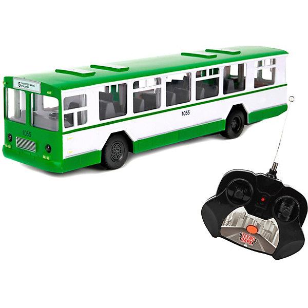 Автобус р/у свет+звук, открыв. двери.Другие радиуправляемые игрушки<br>Характеристики товара:<br><br>• возраст: от 3 лет;<br>• размер упаковки: 38x13x13 см.;<br>• вес: 650 гр.;<br>• тип батареек для машины: 5 батареек типа АА;<br>• тип батареек для пульта: 2 батарейки типа АА;<br>• комплектация: автобус, пульт р/у;<br>• размер игрушки: 24 см.;<br>• из чего сделана игрушка (состав): пластик;<br>• упаковка: картонная коробка блистерного типа.<br><br>Радиоуправляемый автобус оснащен множеством функций, которые делают его максимально похожим на настоящий транспорт. <br><br>У игрушки открываются двери, светятся фары и другие сигнальные огни. <br><br>Автобусом можно управлять при помощи пульта, он двигается в различных направлениях. <br><br>Машина также оснащена звуковыми эффектами; при нажатии на кнопку звучит объявление следующей остановки и просьба быть взаимовежливыми с другими пассажирами. <br><br>Автобус на радиоуправлении млжно купить в нашем нтернет-магазине.<br>Ширина мм: 380; Глубина мм: 130; Высота мм: 130; Вес г: 650; Цвет: зеленый; Возраст от месяцев: 36; Возраст до месяцев: 96; Пол: Мужской; Возраст: Детский; SKU: 7754764;