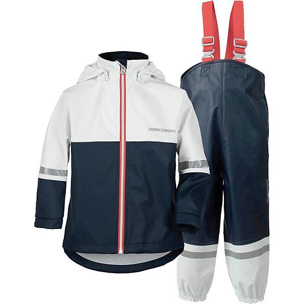 Непромокаемый комплект: куртка и брюки WATERMAN DIDRIKSONS1913Верхняя одежда<br>Характеристики товара:<br><br>• цвет: белый/синий;<br>• внешняя ткань: 100% полиуретан; <br>• подкладка: 100% полиэстер трикотаж (флис);<br>• водонепроницаемость: 8000 мм.<br>• паропроводимость: 4000 г/м2/24ч <br>• температурный режим: от 0 до +15С;<br>• сезон: демисезон;<br>• спецобработка внутренних поверхностей;<br>• полная защита  тела верхней и нижней  частей тела;<br>• 4-х-сторонний стретч, эластичный трикотаж;<br>• съемный капюшон;<br>• регулируемый  капюшон;<br>• флисовая поддева;<br>• защита для подбородка;<br>• светоотражатели;<br>• петли для ботинок;<br>• области одежды с усиленной  защитой;<br>• фронтальная молния под планкой;<br>• страна бренда: Швеция.<br><br>Водонепроницаемый (прорезиненный), ветронепродуваемый костюм «WATERMAN» от производителя DIDRIKSONS1913 - этот костюм универсальная защита от ветра и дождя и потому очень любим родителями во всем мире, а дети чувствуют себя свободными и счастливыми, потому что они могут залезть в любую лужу и мы их не останавливаем, если ребенок одет в костюм Didriksons WATERMAN. <br><br>Зима бывает слякотной и полукомбинезон от этого костюма можно одеть на комбинезон сверху. Осень дождливая и ветряная, поэтому костюм до +7 носим с колготками и толстовкой, а после температуры ниже +7 надеваем флисовую поддеву и ваш ребенок может заниматься любыми играми в любую погоду до нуля. Летом, на улице дождь, но ведь это не повод сидеть дома и потому надеваем носки и футболку с длинными рукавами, а сверху одеваем костюм Didriksons с защитой от дождя и идем прыгать по лужам.<br><br>Костюм «WATERMAN» от бренда DIDRIKSONS1913 (Дидриксон1913) можно купить в нашем интернет-магазине.<br>Ширина мм: 356; Глубина мм: 10; Высота мм: 245; Вес г: 519; Цвет: синий; Возраст от месяцев: 5; Возраст до месяцев: 12; Пол: Унисекс; Возраст: Детский; Размер: 70,140,130,120,110,100,90,80; SKU: 7797232;