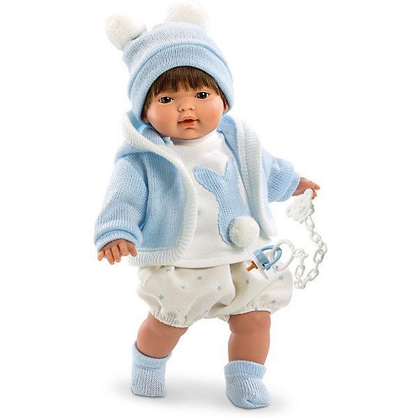 Кукла Llorens Карлос 33 см со звукомКуклы<br>Характеристики:<br><br>• тип игрушки: кукла;<br>• возраст: от 3 лет;<br>• материал: ПВХ, текстиль, полиэфирное волокно;<br>• цвет: голубой;<br>• высота куклы: 33 см;<br>• вес: 660 гр;<br>• размер: 37х13х20 см;<br>• страна бренда: Испания;<br>• бренд: Llorens<br>.<br><br>Кукла Llorens «Карлос» 33 см со звуком станет отличным подарком для любой девочки. Игрушка выполнена из приятного на ощупь материала, нарядно одета и умеет плакать и произносить слова. Благодаря детально прорисованным чертам она необычайно похожа на настоящего младенца.<br><br>Кукла от Llorens отличается необычайной реалистичностью. Карлос – это жизнерадостный темноволосый мальчуган с пухлыми щёчками, курносым носиком и выразительными карими глазками. Каждая деталь прорисована очень чётко. Ваша дочка будет в восторге не только от внешнего вида, но и от наряда своего нового подопечного. Пупс одет в укороченные светлые шортики «в звёздочку» и тёплую курточку с капюшоном голубого цвета. Белая водолазка мальчика украшена аппликацией в виде зайчика с хвостиком-помпоном. Комплект дополняет забавная шапочка в тон основной одежде.  На малюсеньких ножках – прелестные вязаные носочки.<br><br>Главный секрет Карлоса, как и других кукол Llorens кроется в очаровательной белой пустышке на цепочке. Она мгновенно успокаивает плачущего малыша. К тому же он умеет говорить главные для любого младенца слова – мама и папа. Благодаря специальной прищепке для одежды можно не беспокоиться, что соска потеряется.<br><br>Куклу Llorens «Карлос» 33 см со звуком можно купить в нашем интернет-магазине.<br>Ширина мм: 37; Глубина мм: 15; Высота мм: 20; Вес г: 660; Возраст от месяцев: 36; Возраст до месяцев: 72; Пол: Женский; Возраст: Детский; SKU: 7905834;