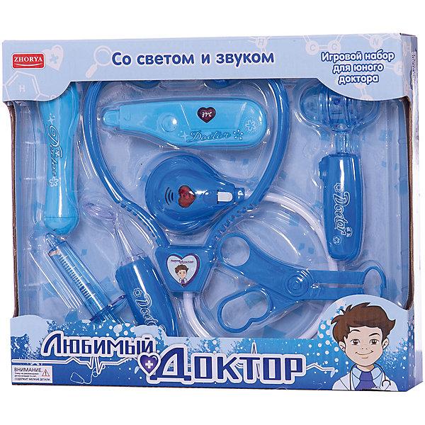 Игровой набор Zhorya Любимый доктор 8 предметов, свет, звукНаборы доктора и ветеринара<br>Характеристики:<br><br>• возраст: 3+;<br>• материал: пластик;<br>• комплект: 8 игрушечных медицинских инструментов;<br>• размеры: 24х5,5х16 см;<br>• питание: от батареек.<br><br>Детский игровой набор для юного доктора понравится как мальчикам, так и девочкам. В игровом наборе есть все, что нужно маленькому врачу. Играя с таким набором, ребенок сможет получить первые представления о работе врача, об основных медицинских процедурах. <br><br>Также эта игрушка очень поможет детям, которые боятся походов к докторам. Разыгрывая интересные сюжеты в роли доктора, малыши постепенно избавятся от своих страхов.<br><br>Набор оснащен световыми и звуковыми эффектами.<br><br>Игровой набор «Любимый доктор» (свет, звук), Zhorya можно приобрести в нашем интернет-магазине.<br>Ширина мм: 240; Глубина мм: 55; Высота мм: 160; Вес г: 343; Возраст от месяцев: 36; Возраст до месяцев: 2147483647; Пол: Мужской; Возраст: Детский; SKU: 7925541;