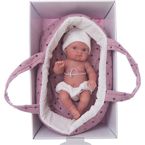 Кукла Пепита в фиолетовой корзине, 21см, Munecas Antonio JuanКуклы<br>Характеристики:<br><br>• возраст: от 3 лет;<br>• материал: винил, текстиль;<br>• высота куклы: 21 см;<br>• в наборе: кукла, корзина;<br>• вес упаковки: 830 гр.;<br>• размер упаковки: 11х29х31 см;<br>• страна бренда: Испания;<br>• подарочная упаковка.<br><br>Кукла «Пепита» Munecas Antonio Juan выглядит как настоящий новорожденный. При ее разработке учитывались все анатомические особенности строения тела малышей.<br><br>Ручки, ножки и голова подвижны, сделаны из качественного винила с эффектом «софт тач», от чего игрушка очень приятна на ощупь. Мимика и черты лица детально проработаны. В комплекте есть корзинка для переноски.<br><br>Кукла выполнена из качественных гипоаллергенных материалов, устойчива к механическим воздействиям. При загрязнении игрушку можно протереть салфеткой с мыльным раствором.<br><br>Куклу «Пепита» в фиолетовой корзине, 21 см, Munecas Antonio Juan можно купить в нашем интернет-магазине.<br>Ширина мм: 110; Глубина мм: 290; Высота мм: 310; Вес г: 830; Цвет: фиолетовый; Возраст от месяцев: 36; Возраст до месяцев: 2147483647; Пол: Женский; Возраст: Детский; SKU: 7936891;