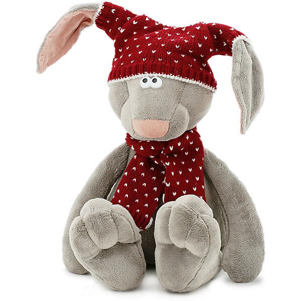 Зайка Миша в шапке 25 (6/30)Мягкие игрушки животные<br>Познакомьтесь – это зайка Миша. Он считает, что жизнь – это такая штука, которая ни в коем случае не должна стоять на месте. Сидеть и лежать она тоже не должна, и нужно обязательно её подбадривать, вдохновляя своим примером, если она вдруг разленилась. Поэтому, когда Миша, вроде бы, смирно сидит – он, на самом деле, скачет. Мысленно. Скачет вдохновенно, с подвывертами и перекувыркиваниями, готовясь стать мастером по художественному выпрыгиванию из самых неожиданных мест! Иногда он тренируется перед зеркалом – выпрыгивает с разных сторон сам себе внезапно, каждый раз вздрагивает и смеется. И предвкушает, как расцветит настроение своих друзей, став эдаким скачущим весёлым бликом. Миша уверен, что у него это получится  даже лучше, чем у солнечных зайчиков! Проверим?<br>Ширина мм: 120; Глубина мм: 110; Высота мм: 330; Вес г: 210; Цвет: серый; Возраст от месяцев: 36; Возраст до месяцев: 168; Пол: Унисекс; Возраст: Детский; SKU: 8317009;