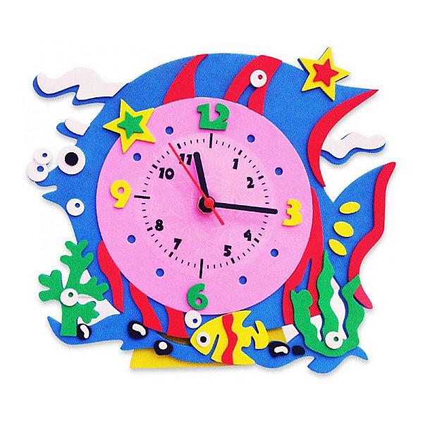 Набор для творчества Color KIT Часы из фоамирана Рыбка, 24х24 смНаборы для декора<br>Характеристики товара:<br><br>• возраст: от 5 лет<br>• материал: фоамиран (ЭВА), пластик<br>• в комплекте: набор деталей з вспениной резины, часовой механизм, стрелки, инструкция<br>• размер изделия: 24х24 см.<br>• размер упаковки: 35х1х25 см.<br>• вес: 1200 гр.<br><br>Поделка «Часы из фоамирана» - это интересная игрушка для изучения времени и стильный аксессуар одновременно. Самое любопытное, что сделать такие часы ребенку предлагается своими руками. <br><br>Создавать их несложно, потому что уже предварительно подготовленные детали входят в набор, и с ними не нужно будет совершать сложных манипуляций. Нужно будет лишь склеить детали ,они на самоклеющейся основе, присоединить к ним механизм со стрелочками – и поделка готова.