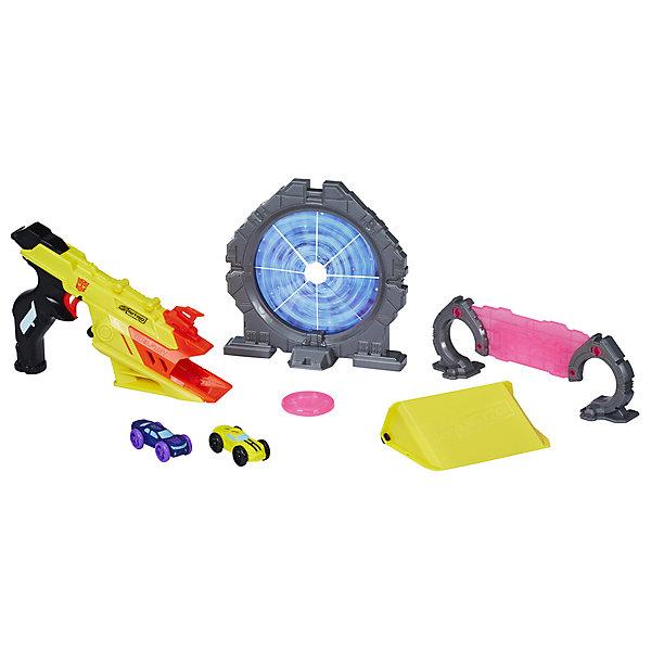 Пусковое устройтсов Nerf Nitro Speedblast Трансформер БамблбиАвтотреки<br>Характеристики товара:<br><br>• возраст: от 8 лет<br>• материал: пластик<br>• в комплекте: пусковое устройство-бластер, 2 машинки, 2 препятствия, трамплин, диск<br>• серия: Speedblast<br>• персонаж: Бамблби<br>• упаковка: картонная коробка открытого типа<br>• вес в упаковке: 900 гр.<br>• размер упаковки: 49,5х8,1х25,4 см<br>• страна бренда: США<br><br>Стрельба по мишеням с бластером в стиле Бамблби из трансформеров надолго увлечёт игроков. Перед выстрелом машинка помещается в обойму и нужно нажать на курок. Бластер выстрелит машинкой прямо в препятствие. Трамплин, препятствия и летающий диск разнообразят игру.