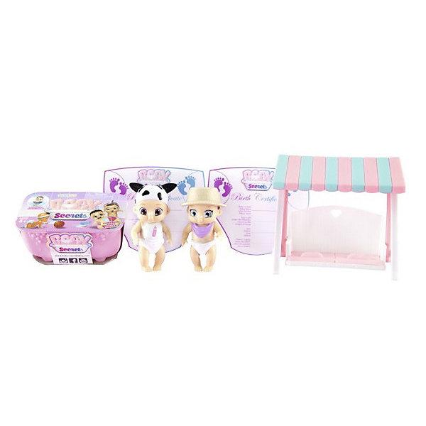 Игровой набор Zapf Creation Baby Secrets Набор с садовыми качелямиНаборы с куклой<br>Характеристики товара:<br><br>• материал: пластик<br>• в комплекте: ванночка, 2 куколки, 2 свидетельство о рождении, садовые качели<br>• высота пупсиков: 6 см<br>• упаковка: блистерная обёртка<br>• вес в упаковке: 253 гр<br>• размер упаковки: 27х6х19 см<br>• страна бренда: Германия<br><br>Куколки-пупсики спрятаны в ванночке и узнать какие именно возможно только после вскрытия ванночки. В комплект входят садовые качели, на которых малыши могут сидеть, качаться и отдыхать. Наполнив ванну холодной водой опустите туда кукол и у них поменяется цвет подгузников. Розовый – девочка, а голубой – мальчик. Свидетельство о рождении сделано в форме трусиков и его можно заполнить, указав имена детишек и мамы, пол и дату рождения.