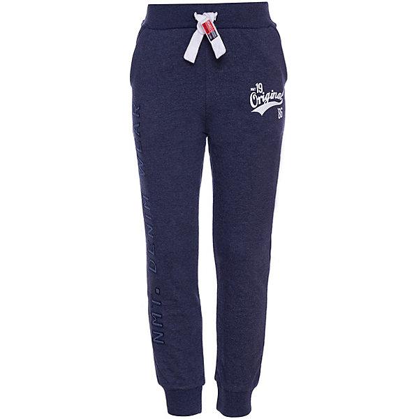 Спортивные брюки Name ItСпортивные брюки<br>Характеристики товара:<br><br>• состав ткани: 60% хлопок, 40% полиэстер<br>• сезон: демисезон<br>• застёжка: брюки на резинке<br>• эластичные манжеты<br>• карманы<br>• страна бренда: Дания<br><br>Спортивные брюки декорированы надписями. Контрастные завязки отрегулируют посадку и обхват по талии, а эластичная резинка не сдавливает живот. Мягкие манжеты не допускают перекручивание брючин. Ткань приятная на ощупь и пропускает воздух.