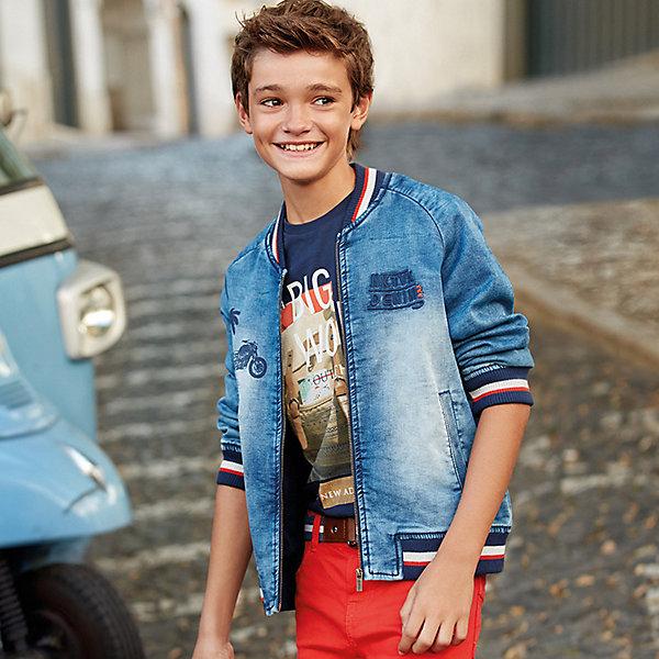 Куртка джинсовая Mayoral для мальчикаДжинсовая одежда<br>Характеристики товара:<br><br>• состав ткани: 60% хлопок, 38% полиэстер, 2% эластан<br>• подкладка: 65% хлопок, 35% полиэстер<br>• сезон: демисезон<br>• застёжка: молния<br>• страна бренда: Испания<br><br>Джинсовая куртка с эффектом потёртости защитит ребёнка от прохладного ветра. Резинка внизу, манжеты и горловина контрастной расцветки. Рукава не перекручиваются во время носки. Украшена принтом на спинке и на лицевой стороне. Есть карманы.