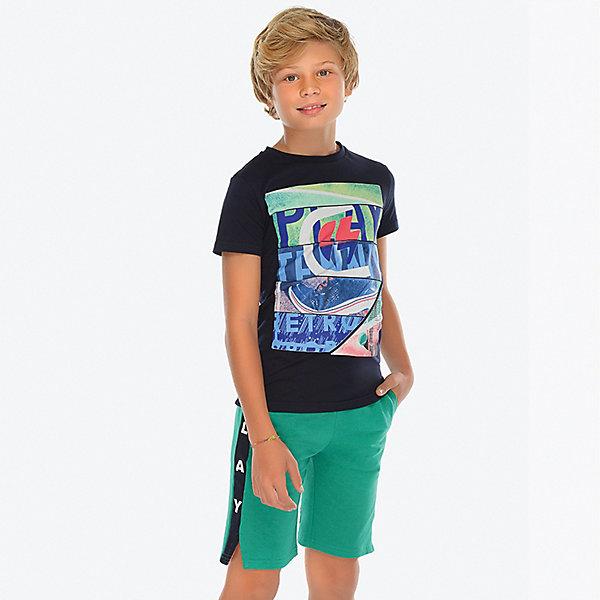 Комплект Mayoral: футболка и шортыКомплекты<br>Характеристики товара:<br><br>• состав футболки: 100% хлопок<br>• состав шорт: 88% хлопок, 12% полиэстер<br>• сезон: лето<br>• застёжка: завязки<br>• страна бренда: Испания<br><br>Футболка с короткими рукавами и округлой горловиной декорирована спортивным принтом. Изготовлена из дышащего и натурального материала. Шорты с контрастными лампасами дополнены карманами. Небольшие разрезы по низу в боковых швах. Обхват по талии регулируется и фиксируется. Обеспечивают комфортную посадку.