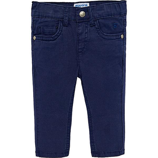 Брюки Mayoral для мальчикаБрюки<br>Характеристики товара:<br><br>• состав ткани: 98% хлопок, 2% эластан<br>• сезон: демисезон<br>• застёжка: пуговица<br>• шлёвки для ремня<br>• страна бренда: Испания<br><br>Облегающие брюки обеспечивают удобство и комфортны при носке. Модель с пятью карманами. На поясе сзади контрастная нашивка с надписью бренда. Украшены вышитой буквой спереди. Обладают дышащими свойствами.