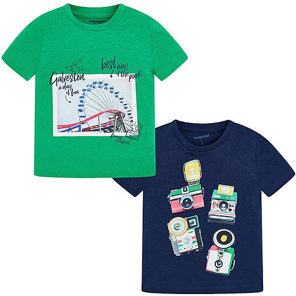 Комплект: Футболка 2шт. Mayoral для мальчикаФутболки, поло и топы<br>Характеристики товара:<br><br>• состав ткани: 100% хлопок <br>• сезон: лето<br>• застёжка: без застёжки<br>• в комплекте: 2 шт<br>• футболка с коротким рукавом<br>• страна бренда: Испания<br><br>Комплект футболок изготовлен из натуральной и дышащей ткани, приятной на ощупь. Свободный крой, удобная и комфортная посадка не сковывают. Изнутри на воротнике дополнены полосками контроля чистоты. Горловина круглая с мягкой окантовкой. Каждое изделие декорировано уникальным принтом.