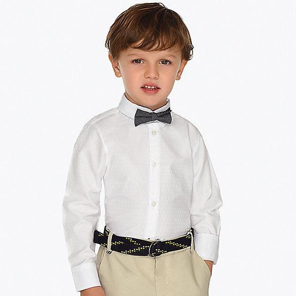 Рубашка MayoralБлузки и рубашки<br>Характеристики товара:<br><br>• состав ткани: 50% хлопок, 50% полиэстер<br>• состав галстука: 100% хлопок<br>• сезон: круглый год<br>• застёжка: пуговицы<br>• особенности: нарядная, школьная<br>• рубашка с длинным рукавом<br>• манжеты на двух пуговицах<br>• страна бренда: Испания<br><br>Рубашка дополнена съёмным галстуком-бабочкой с возможностью регулировки размера и обхвата по шее. Манжеты рукавов подворачиваются. Ткань мягкая и дышащая, посадка комфортная и не сковывает.