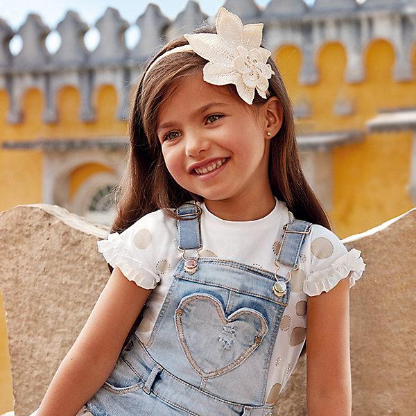 Футболка MayoralФутболки, поло и топы<br>Характеристики товара:<br><br>• состав ткани: 95% хлопок, 5% эластан<br>• сезон: лето<br>• футболка с коротким рукавом<br>• в размерах на 2-3 года могут быть незначительные отличия в декоративных элементах<br>• страна бренда: Испания<br><br>Футболка дополнена оборками на рукавах и окантовкой на круглой горловине. Комфортно облегает и позволяет телу дышать. Украшена принтом в горошек и стразами.