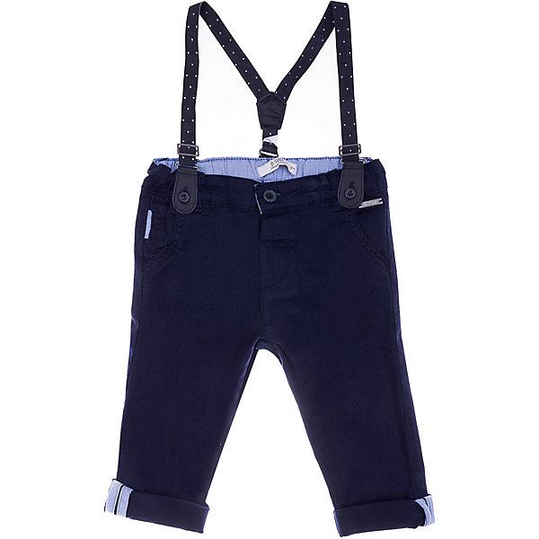 Брюки Birba для мальчикаДжинсы и брючки<br>Характеристики товара:<br><br>• состав ткани: 97% хлопок, 3% эластан<br>• сезон: демисезон<br>• застёжка: пуговица<br>• страна бренда: Италия<br><br>Брюки прямого кроя дополнены съёмными подтяжками. Также имеются шлёвки для ремня. Низ брючин с отворотами, украшенными контрастными полосками. Материал хорошо дышит.