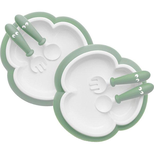 Набор посуды BabyBjornДетская посуда<br>Характеристики:<br><br>• в комплекте: 2 тарелки, 2 ложки, 2 вилки<br>• сертификация материалов<br>• материал: ложки, вилки и кромки тарелок изготовлены из полипропилена; резиновая окантовка на дне тарелок изготовлена из термопластичного эластомера (TPE)<br>• не содержит бисфенол-А (BPA free)<br>• устойчивая тарелка, которую трудно опрокинуть<br>• детскую ложку и вилку легко держать<br>• форма тарелки облегчает зачерпывание пищи столовыми приборами<br>• можно мыть в посудомоечной машине<br>• размеры тарелки: 19,5х19,5х3,5 см<br>• вес ложкивилки: 20 гр.<br>• размеры ложкивилки: 3,5х12х2 см<br><br>На этапе введения прикорма удобнее использовать специальную детскую посуду. Набор для кормления BabyBjorn подходит малышам с 4-месячного возраста. Тарелка, которую трудно опрокинуть и удобные столовые приборы с короткими ручками — созданы, чтобы вашему ребенку было легче и веселее есть без помощи взрослых. <br><br>Детская тарелка выполнена в виде трилистника. Малышу удобнее брать из нее пищу приборами, не перемещая еду по тарелке и не вываливая ее на стол. <br>Ложки и у вилки с короткими ручками разработаны для детских ладоней. Кольцо в нижней части ручки не дает детской руке соскальзывать вниз. Благодаря углублению на нижней стороне, ложка и вилка опираются на край тарелки в паузах во время еды и не соскальзывают.