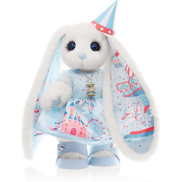 Зайка Piglette Белль Карусель, 35 смМягкие игрушки зайцы и кролики<br>Характеристики товара:<br> <br>• материал: мех, пластик, текстиль<br>• авторская ручная работа<br>• отделка эксклюзивными тканями<br>• милейшие глазки с пушистыми ресничками<br>• мех – имитация норки, не скатывается<br>• высококачественный наполнитель с эффектом анти-стресс<br>• полностью подвижна<br>• легко чистить влажной салфеткой<br>• страна бренда: Россия<br> <br>Стильная зайка Белль Карусель в образе, созданном по мотивам парка развлечений. Она одета в красивое платье, подол украшает замок из сказки, воздушные шары и колесо обозрения. На ногах аккуратные туфельки. Внутренняя часть ушек инкрустирована блестящими кристаллами и изображением карусели с лошадками. На шее висит необычный кулон. А на голове надет колпак. Обладает милым личиком и носиком.  <br>Зайчик упакован в яркую коробку, цвет которой можно узнать только при покупке.