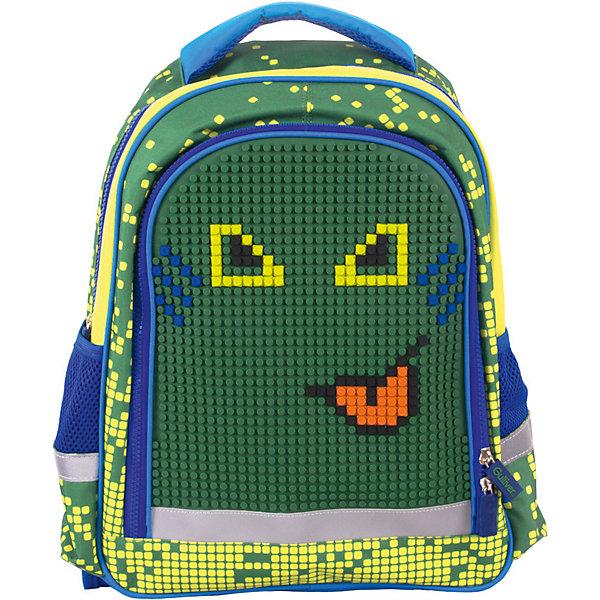 Рюкзак  Gulliver с пикси-дотами, зеленыйРюкзаки<br>Характеристики:<br><br>• материал: поливинилхлорид 300D, силикон<br>• размер рюкзака: 29х41х13 см<br>• вес рюкзака: 687 г<br>• тип рюкзака: школьный, подростковый<br>• анатомическая спинка<br>• тип застёжки: молния<br>• 2 основных отделения<br>• 2 боковых кармана<br>• широкий карман спереди<br>• регулируемые лямки<br>• светоотражающие элементы<br>• 300 дотов, 4 цвета<br>• силиконовая панель для рисунка<br>• страна бренда: Россия<br><br>Отличительной особенностью рюкзака с пикси-дотами является наличие силиконовой панели, на которой можно выкладывать рисунки, что способствуют развитию творческих способностей, а также изображения не стираются с поверхности во время чистки аксессуара. Ранец обладает хорошей вместительностью для школьных принадлежностей, стильным дизайном и эргономичной конструкцией, представленной в виде анатомической спинки, которая обеспечит сохранность формы позвоночника и регулируемых лямок, повторяющих контуры плеч. Рюкзак можно ставить на землю и его легко отчистить от загрязнений благодаря прочной ткани, из которой он сделан, а с помощью светоотражающих элементов, расположенных со всех сторон изделия, обладателя данного аксессуара будет видно в вечернее время суток.