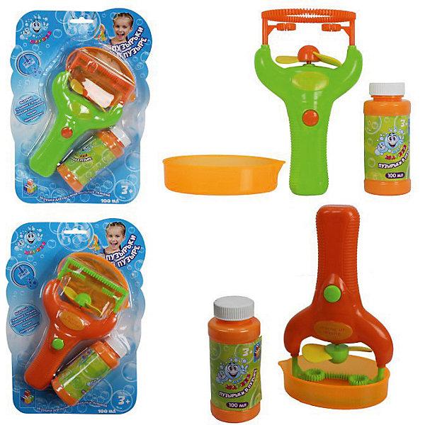 Мыльные пузыри 1Toy Мы-шарики!, Пузырь в пузыре Игрушка на батарейках, 100 млМыльные пузыри<br>Характеристики товара:<br><br>• в наборе: игрушка, поддон, флакон с мыльным раствором 100 мл<br>• материал: пластмасса, мыльный раствор<br>• состав мыльного раствора: вода, глицерин, ПАВ, отдушка<br>• страна бренда: Россия<br><br>С помощью игрушки можно выдувать двойные пузыри, не прилагая усилий. Чтобы запустить несколько красивых радужных пузырей, достаточно налить раствор в поддон, взять игрушку за рукоятку и окунуть в раствор, а затем нажать на кнопку. Закрутятся лопасти и надуют пузырь. Благодаря интересной конструкции насадки можно запускать одновременно большие пузыри с двумя маленькими внутри. С изделием справится даже маленький ребёнок. Игрушка подарит малышам весёлое настроение и отвлечёт от капризов.
