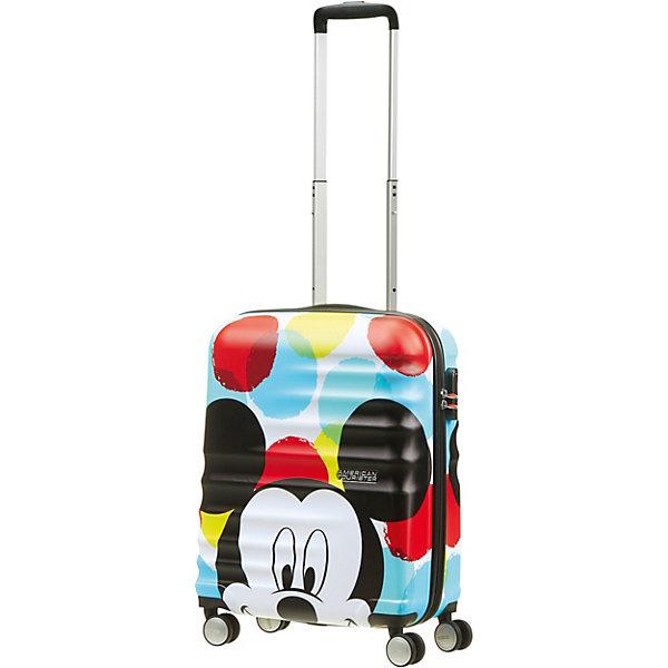 Чемодан American Tourister Микки крупным планом, 36 лЧемоданы<br>Характеристика:<br><br>• материал: АБС-пластик<br>• объем: 36 л<br>• особенности: встроенный замок с функцией TSA и трёхзначным кодом <br><br>Яркий четырехколесный чемодан с изображением героя популярного мультфильма может стать хорошим помощником в любом путешествии. Прочность и легкость изделия обеспечивается материалом, из которого оно сделано. Чемодан оснащен тремя ручками для удобства транспортировки, одна из них регулируется по высоте. Рифленая поверхность корпуса защитит его от механических повреждений. Внутри изделия одно большое отделение для хранения вещей, специальные ремни для фиксации содержимого, а также разделитель и накладной карман на молнии.