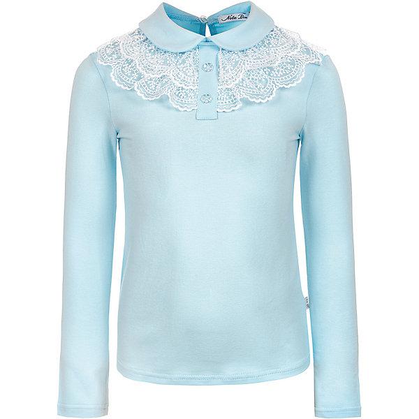 Блузка Nota BeneБлузки и рубашки<br>Характеристики:<br><br>• состав ткани: 92% хлопок, 8% лайкра<br>• сезон: круглый год<br>• застёжка: пуговица на спинке<br>• особенности: школьная, нарядная<br>• страна бренда: Россия<br><br>Блузка, изготовленная из дышащего материала, комфортна при носке. Отложной воротник украшен кружевными оборками и полочкой с декоративными пуговицами. На спине небольшой вырез около застёжки.
