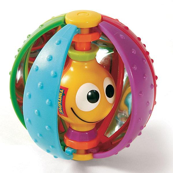 Развивающая игрушка Волшебный шарик, Tiny LoveИгрушки для новорожденных<br>Развивающая погремушка Волшебный шарик для детей.<br><br>Игрушки серии Tiny Smarts - это уникальное сочетание всех чудесных свойств развивающих игрушек Tiny Love (Тини Лав) и выгодной цены. Игрушки Tiny Smarts можно повсюду брать с собой - малыши перед ними не устоят. <br><br>Из развивающей игрушки «Волшебный шарик» выглядывает весёлая маленькая рожица, внутри у шарика - зеркальце, есть ещё и кольца-погремушки. <br><br>Снаружи шарик покрыт шишечками, а внутри он, наоборот, гладкий. Эту особенность шарика малыш непременно должен исследовать сам.<br><br>Игрушку также можно катать по полу как мячик и ползти за ней.<br><br>Игрушка развивает органы чувств, мелкую и крупную моторику и мировосприятие ребёнка.<br><br>Ваш малыш с удовольствием будет исследовать погремушку и искать червячка, который выглядывает из неё!<br><br>Дополнительная информация:<br><br>Диаметр: примерно 10 см.<br>Материал: пластик<br>Игрушку легко мыть с мылом.<br><br>Развивающая игрушка Волшебный шарик, Tiny Love (Тини Лав) можно купить в нашем интернет магазине.<br>Ширина мм: 190; Глубина мм: 154; Высота мм: 76; Вес г: 116; Цвет: mehrfarbig; Возраст от месяцев: 6; Возраст до месяцев: 24; Пол: Унисекс; Возраст: Детский; SKU: 1461589;