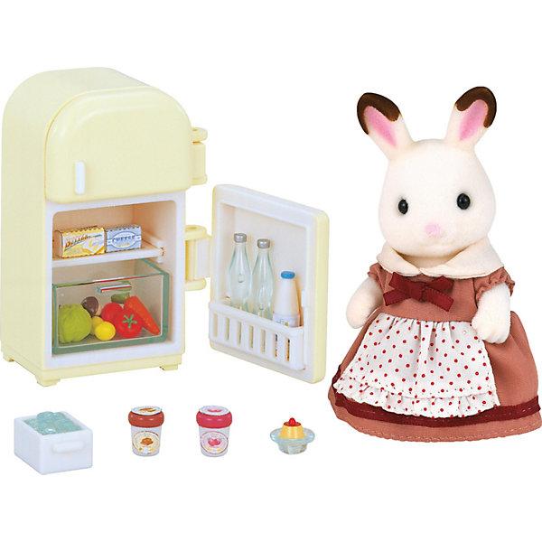 Набор Мама с холодильником Sylvanian FamiliesSylvanian Families<br>Набор шоколадных зайцев Sylvaian Families (Сильваниан Фэмилиес): мама с холодильником. <br><br>Заботливая мама Зайчиха следит за тем, чтобы её семья никогда не оставалась голодной. В холодильнике у мамы Зайчихи всегда найдётся что-то вкусненькое и полезное!<br><br>Зайчиха одета в нарядное платье с фартуком. Оно на липучках, поэтому его легко можно снять и надеть. <br><br>Холодильник состоит из двух камер. Внутри есть полочки и ящик для овощей. Все дверцы открываются, а на полках можно разместить продукты, которые ходят в комплект.<br><br>Дополнительная информация:<br><br>В комплекте:<br><br>- мама-зайчик (9,5 см)<br>- холодильник <br>- 2 томата<br>- 2 огурца<br>- 2 лимона<br>- кочан капусты<br>- 1 морковка<br>- 2 гриба<br>- 1 бутылка молока<br>- 2 бутылки воды<br>- пачка масла<br>- сыр<br>- 2 стаканчика мороженого<br>- пирожное на тарелке<br>-  коробка со льдом. <br><br>Материал: текстиль, пластмасса, ПВХ с полимерным напылением. <br><br>Этот набор обязательно порадует Вашего ребёнка, ведь теперь он сможет разыгрывать сценки из собственной жизни! Набор также способствует развитию фантазии и навыков общения.<br>Ширина мм: 170; Глубина мм: 146; Высота мм: 79; Вес г: 178; Возраст от месяцев: 36; Возраст до месяцев: 72; Пол: Женский; Возраст: Детский; SKU: 2196825;
