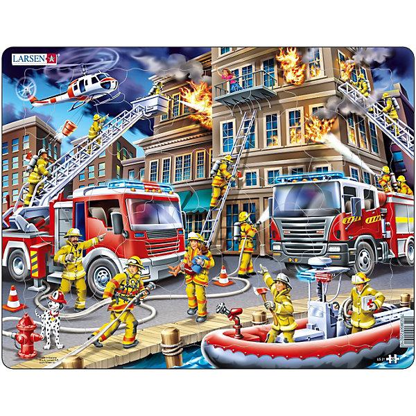 Пазл Пожарники, 45 деталей, LarsenПазлы для малышей<br>Пазл Пожарники, 45 деталей, Larsen (Ларсен) изображает сцену тушения пожара. Отважные пожарники раскручивают пожарный шланг, поднимаются на выдвижной лестнице, на верхний этаж, чтобы спасти человека, бегут на помощь пострадавшим с аптечкой, пожарный вертолет также участвует в этом опасном и героическом деле. Изготовлен пазл из плотного трехслойного картона, имеет специальную подложку и рамку, которые облегчают процесс сборки. Принцип сборки пазла заключается в использовании принципа совместимости изображений и контуров пазла. Если малыш не сможет совместить детали пазла по рисунку, он сделает это по контуру пазла, вставив его в подложку как вкладыш. Высокое качество материала и печати не допускают износа, расслаивания, деформации деталей и стирания рисунка. Многообразие форм и разные размеры деталей пазла развивают мелкую моторику пальцев. Занятия по сборке пазла развивают образное и логическое мышление, пространственное воображение, память, внимание, усидчивость, координацию движений.<br><br>Дополнительная информация:<br><br>- Количество элементов: 45 деталей<br>- Материал: плотный трехслойный картон<br>- Размер пазла: 36,5 x 28,5 см.<br><br>Пазл Пожарники, 45 деталей, Larsen (Ларсен) можно купить в нашем интернет-магазине.<br>Ширина мм: 367; Глубина мм: 283; Высота мм: 7; Вес г: 320; Возраст от месяцев: 60; Возраст до месяцев: 84; Пол: Мужской; Возраст: Детский; Количество деталей: 45; SKU: 3206517;
