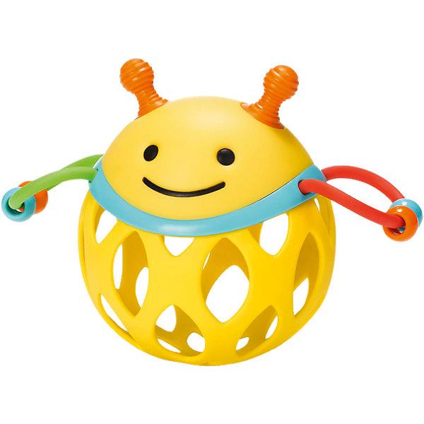 Игрушка-погремушка Шар-пчела, Skip HopИгрушки для новорожденных<br>Характеристики товара:<br><br>• возраст от 3 месяцев;<br>• материал: пластик;<br>• размер упаковки 17х15х8 см;<br>• вес упаковки 135 гр.;<br>• страна производитель: Китай.<br><br>Игрушка-погремушка «Шар-пчела» Skip Hop — развивающая игрушка для малышей от 3 месяцев, которую малыш может трясти, катать, трогать ручками. По бокам крылышки пчелки, сделанные из ниточки с нанизанными бусинами, которые свободно перемещаются. На корпусе имеются прорезиненные детали для прорезывания зубов. Игрушка изготовлена из качественного безвредного пластика. Игрушка способствует развитию хватательного рефлекса, мелкой моторики рук, тактильных ощущений.<br><br>Игрушку-погремушку «Шар-пчела» Skip Hop можно приобрести в нашем интернет-магазине.<br>Ширина мм: 174; Глубина мм: 167; Высота мм: 86; Вес г: 121; Цвет: mehrfarbig; Возраст от месяцев: 1; Возраст до месяцев: 36; Пол: Унисекс; Возраст: Детский; SKU: 4021566;