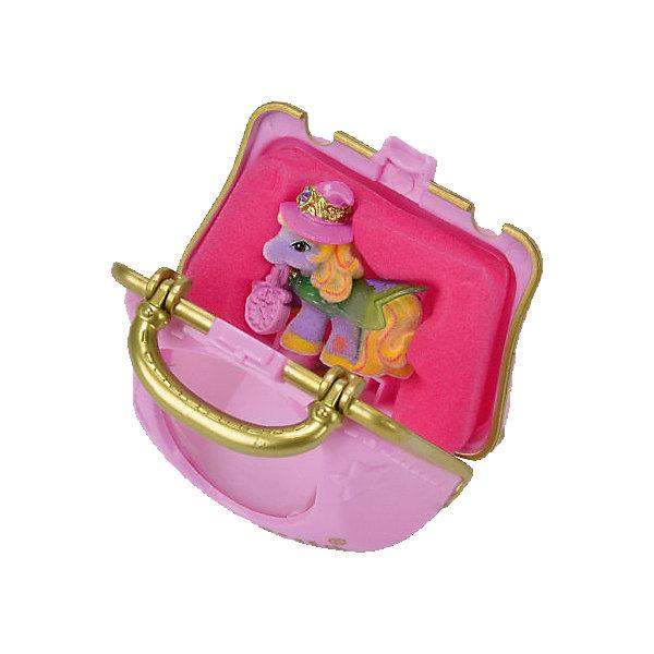 Игровой набор «Волшебная сумочка», FillyИгровые наборы с фигурками<br>Флоковые лошадки Filly (Филли) – жители волшебного мира, чудесные принцессы и принцы, каждый из которых имеет свои качества, особенности, предпочтения и, конечно, свою историю. <br>Любимую лошадку можно взять куда угодно, особенно, если положить ее в очаровательную волшебную сумочку. В милом ридикюле девочка сможет носить что угодно: заколки, зеркальце, расческу, гигиеническую помаду  и другие вещи так необходимые юной моднице. В маленькой сумочке вы найдете одну из коллекционных лошадок Филли в шляпке и плаще. Кто именно попадется вам – сюрприз! <br><br>Дополнительная информация:<br><br>- Материал: пластик, флок.<br>- Размер: 6,5х5,5х5 см.<br>- Комплектация: сумочка, лошадка, аксессуар.<br><br>Игровой набор «Волшебная сумочка», Filly (Филли) можно купить в нашем магазине.<br>Ширина мм: 67; Глубина мм: 67; Высота мм: 53; Вес г: 29; Возраст от месяцев: 36; Возраст до месяцев: 84; Пол: Женский; Возраст: Детский; SKU: 4043618;