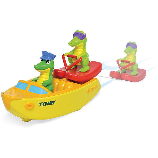 Крокодил на лодке, TOMYИгровые наборы для купания<br>Крокодил на водных лыжах, Tomy - красочная привлекательная игрушка, которая превратит купание малыша в веселую увлекательную игру. Игрушка выполнена в виде моторной лодки с двумя забавными крокодильчиками - капитаном и пассажиром в солнечных очках на водных лыжах. Если потянуть лыжника за веревочку у лодки заведется мотор, она будет плыть по воде а крокодильчик ее догонять. Лодка оснащена маленькими колесиками, благодаря чему ее можно запускать и на полу. Игрушка изготовлена из высококачественного пластика, имеет крупные округлые формы, удобные и безопасные для малыша.<br><br>Дополнительная информация:<br><br>- В комплекте: катер с мотором, 2 фигурки крокодильчиков.<br>- Материал: пластик.<br>- Размер лодки: 19,5 х 8,5 х 3,5 см. <br>- Размер упаковки: 24 х 12 х 21 см.<br>- Вес: 0,38 кг.<br><br>Крокодил на водных лыжах, Tomy, можно купить в нашем интернет-магазине.<br>Ширина мм: 240; Глубина мм: 120; Высота мм: 210; Вес г: 380; Возраст от месяцев: 18; Возраст до месяцев: 36; Пол: Унисекс; Возраст: Детский; SKU: 4412203;