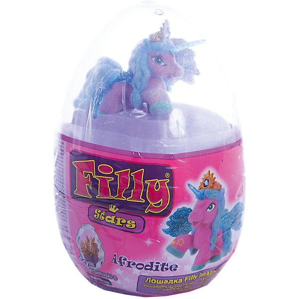 Набор Filly Звезды Afrodite, в яйце, DraccoИгровые наборы с фигурками<br>Новые лошадки Филли в необычной упаковке. В этом стильном прозрачном яйце очень удобно хранить и переносить любимые фигурки. <br>Главным отличием фигурок из серии Звезды являются крылья. Они приобрели иную более привлекательную форму, а также дизайн. Благодаря новым расцветками они блестят еще ярче.<br><br>Дополнительная информация:<br><br>В данный набор входит одна фигурка лошадки, два аксессуара, брошюра коллекционера, а также 4 листа с тематическими наклейками.<br>В новую линейку вошли 22 новых персонажей + 1 новый редкий герой. Все они принадлежат к 5 новым семействам лошадок. Среди них Семейство звездного света, Семейство небесного света, Семейство солнечного света и семейство сумеречного света. Персонажи из последнего пятого семейства (Семейство лунного света) появятся в продаже этой осенью.<br><br>Набор Filly Звезды Afrodite, в яйце, Dracco можно купить в нашем магазине.<br>Ширина мм: 45; Глубина мм: 180; Высота мм: 170; Вес г: 120; Возраст от месяцев: 36; Возраст до месяцев: 96; Пол: Женский; Возраст: Детский; SKU: 4618238;