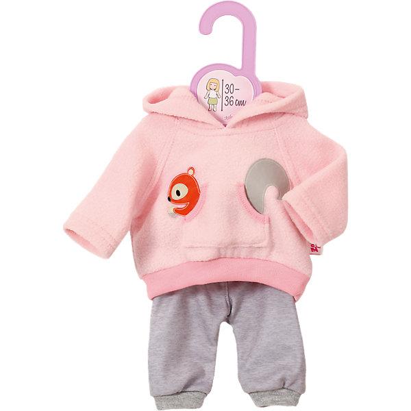 Тренировочный костюмчик Zapf Creation для куклы, 30-36 см.Одежда для кукол<br>Характеристики:<br><br>• возраст: от 3 лет;<br>• материал: высококачественный пластик, текстиль,;<br>• размер куклы: 30-36 см;<br>• комплектация: кофточка, штанишки, вешалка;<br>• размер:  25.7х33.5х3 см;<br>• страна бренда: Германия;<br>• бренд: Zapf Creation.<br> <br>Тренировочный костюмчик для куклы 30-36 см  - это чудесная одежда для кукол, которая придется по душе всем маленьким владелицам замечательных пупсиков Baby Born от компании Zapf Creation. Данный комплект включает в себя симпатичную кофточку с капюшоном, выполненную в приятном розовом цвете и украшенную забавной белочкой, а также удобные свободные штанишки. Эта одежда прекрасно впишется в гардероб любимой куколки девочки, а также идеально подойдет для ведения активного образа жизни и проведения тренировок.<br><br>Тренировочный костюмчик для куклы 30-36 см   можно купить в нашем интернет-магазине.<br>Ширина мм: 240; Глубина мм: 233; Высота мм: 43; Вес г: 79; Возраст от месяцев: 12; Возраст до месяцев: 36; Пол: Женский; Возраст: Детский; SKU: 4764218;