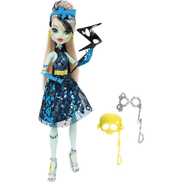 Кукла Фрэнки Штейн из серии Буникальные танцы с аксессуарами, Monster HighКуклы модели<br>Кукла Фрэнки Штэйн выглядит потрясающе в своем вечернем платье! С собой она взяла 3 маски-аксессуара для настоящей фотосессии. Кукла одета в пышное блестящее платье. Голова украшена ободком с бантиком в форме молнии. Стильные туфельки с молниями, колье и сережки  прекрасно дополняют необычный образ Фрэнки Штэйн.<br><br>Дополнительная информация:<br>Материал: пластик<br>Куклу Фрэнки Штэйн можно приобрести в нашем интернет-магазине.<br>Ширина мм: 328; Глубина мм: 205; Высота мм: 66; Вес г: 250; Возраст от месяцев: 72; Возраст до месяцев: 120; Пол: Женский; Возраст: Детский; SKU: 4765374;