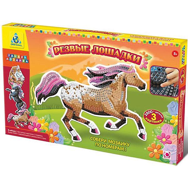Мозаика-набор Дикие лошади, 3 картинкиНовогодние наборы для творчества<br>Мозаика-набор Дикие лошади поможет ребенку создать красивую блестящую картинку своими руками и развить мелкую моторику, усидчивость и аккуратность. Достаточно лишь наклеить цветные элементы по соответствующим номерам и картинка с лошадкой оживет и порадует малыша!<br><br>Дополнительная информация:<br>В комплекте: 3 картинки-основы, 3 подвеса,  более 1000 самоклеящихся элементов и страз<br>Размер: 31,1х3,8х49,5 см<br>Вес: 607 грамм<br>Набор Дикие лошади вы можете купить в нашем интернет-магазине.<br>Ширина мм: 495; Глубина мм: 38; Высота мм: 311; Вес г: 607; Возраст от месяцев: 36; Возраст до месяцев: 96; Пол: Унисекс; Возраст: Детский; SKU: 4939478;